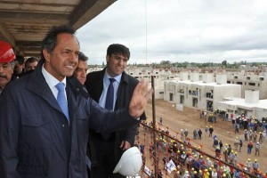 """En busca del voto, Scioli prometió """"cambios"""" a favor de los jubilados, trabajadores y el campo"""