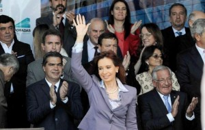 """Transición complicada: Un país, """"no es una empresa"""", afirmó CFK"""