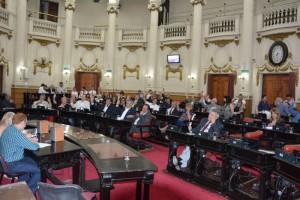 Oficialismo aprobó Presupuesto 2016 y leyes impositivas
