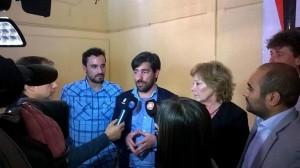 """En campaña a favor del voto en blanco, Del Caño afirmó que Scioli y Macri """"no se diferencian en nada"""""""