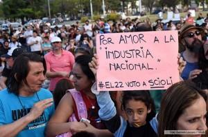 """Sectores autoconvocados se manifestaron contra """"el avance de la derecha"""" representada en Macri"""