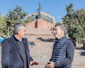 """De cara al balotaje, Macri cierra su campaña en Humahuaca y Scioli, en la """"Ciudad Feliz"""""""