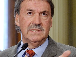 """Por """"mejorar la transparencia del proceso electoral"""" con la BUS, Schiaretti será distinguido en Perú"""