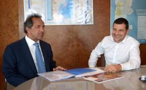 """Al alzarse como """"garante"""" de la continuidad de YPF (estatal), Scioli cuestionó al macrismo"""