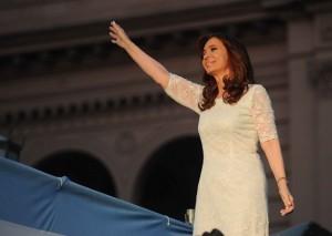 """En su último mensaje en el cargo, CFK diferenció su gobierno """"popular"""" del que viene, que tiene """"impunidad mediática"""""""