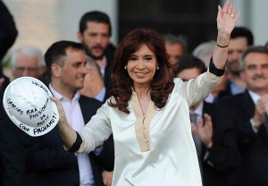 """CFK le apuntó a Macri: """"Somos de una generación que no necesita de focus gruop, tenemos convicciones"""""""