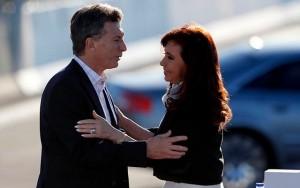 Sigue la polémica: Macri le dijo a CFK que recibirá los atributos del mando en la Casa Rosada