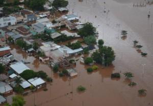 Peña y Frigerio recorrerán zonas inundadas de Corrientes y Chaco