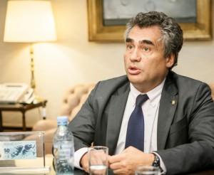 A horas de asumir el gobierno macrista, Vanoli renunció a la presidencia del Banco Central