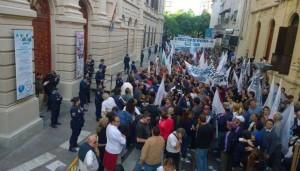 El Frente de Izquierda recibirá a Schiaretti con protesta por despidos. El SEP rechazó la medida dispuesta por la provincia