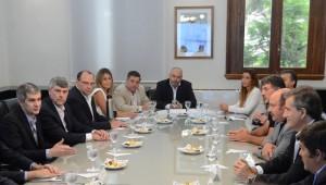 Gobierno macrista reanudó diálogo con las entidades del campo, quienes reclamaron por lácteos, frutas y semillas