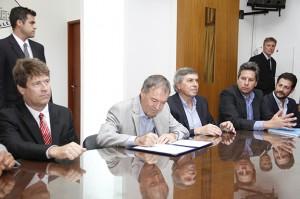 Junto al intendente radical Briner, Schiaretti anunció el llamado a licitación para la circunvalación
