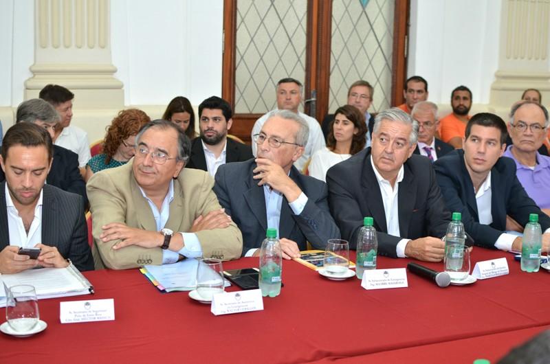 Walter_Cevallos_en_la_reunión_del_Gabinete_de_Emergencia