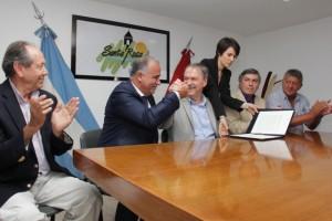 También habrá fondos de la provincia para obras de cloacas en municipio comandado por intendente del PJ