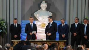 Standard & Poor's mejoró la nota de la deuda argentina en pesos, pero advierte sobre inflación