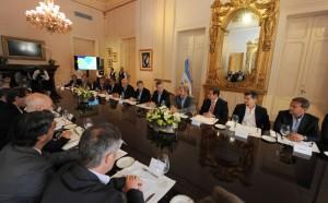 """Tras reunión con Macri, Mestre la calificó de """"positiva"""" y Capitanich abogó por la resolución de los problemas comunales"""