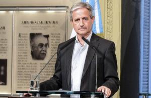 El macrista a cargo de Modernización defendió el nombramiento de su mujer en la RTA