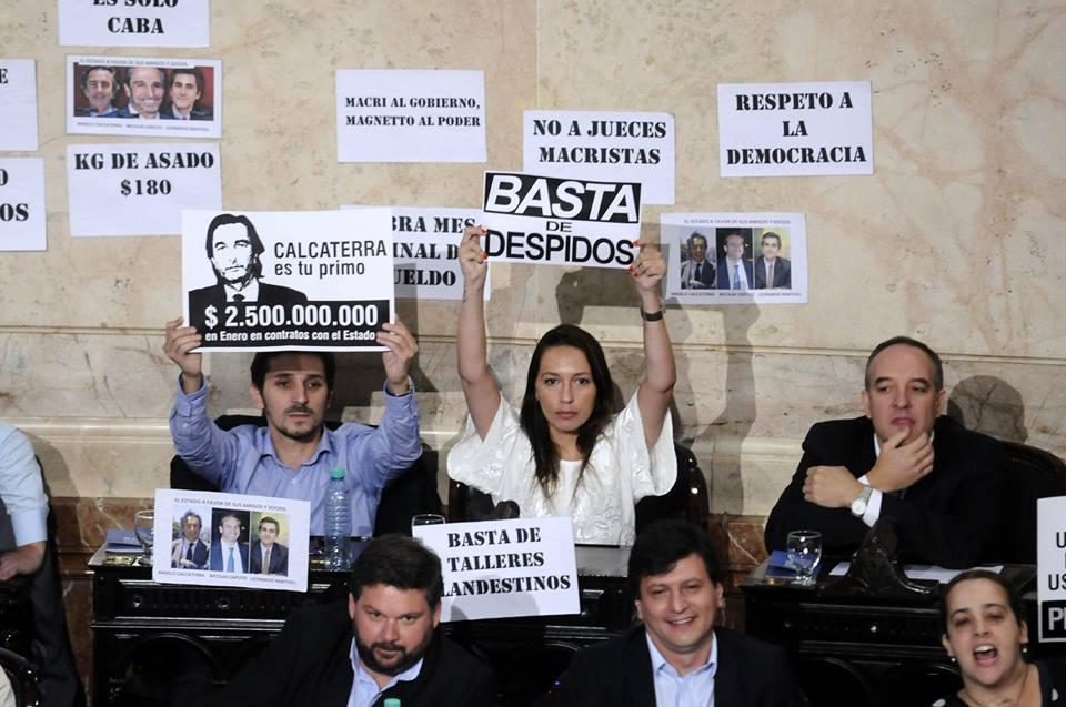 kirchneristas carteles contra Macri
