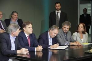 Schiaretti rubricó proyecto de ley de creación de las salas de 3 años