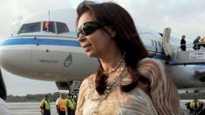 Dólar a futuro: Llega CFK a Buenos Aires para declarar y el kirchnerismo duro convoca a movilizarse