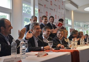 """Ante la """"hipoteca"""" K, la UCR expresó su respaldo a Macri, pero advirtió que el """"esfuerzo"""" debe ser con """"equidad y justicia"""""""