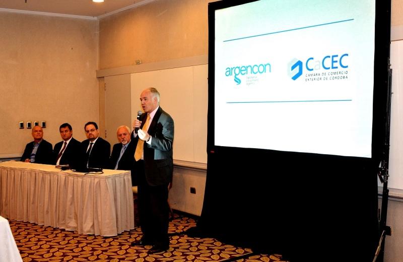 presidente de la CaCEC, Marcelo Olmedo junto a los expositores.