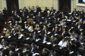 Radicalismo objetó la inclusión de funcionarios en el blanqueo de capitales