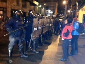Tras la represión, Estatales fueguinos marcharon a Casa de Gobierno para repudiar desalojo