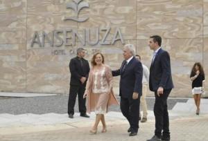 """Al afirmar que el hotel """"va a ser un éxito"""", De la Sota cargó contra los opositores por hacer politiquería"""