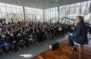 Vidal criticó a «los sectores minoritarios de la política que consintieron y callaron la pobreza y la inflación durante los últimos años»