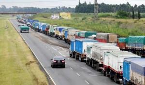 Transportistas paralizan puertos y centros de acopio cerealero