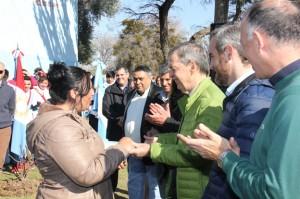 """En su recorrida por Cruz del Eje, Schiaretti destacó que se hace """"justicia social"""" a través del Vida Digna"""