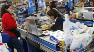 Ventas en supermercados caen 7,3% y en shoppings 10,2%