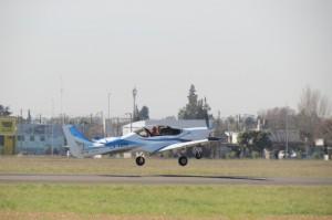 El demostrador tecnológico IA 100, pasó con éxito su primer vuelo de ensayo