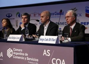 Empresarios piden al gobierno reducir costos logísticos