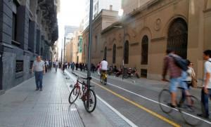 Movilidad sustentable: Se redujo un 60% el ingreso de autos a microcentro porteño