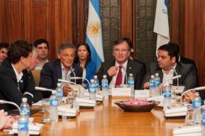 Ante la UIA, Cabrera afirmó que tienen las herramientas para resolver el problema de la competitividad