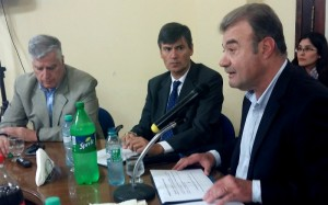 Salud Pública: Gobierno insiste en las medidas encaradas para mejorar el sistema y advierte de la alta demanda