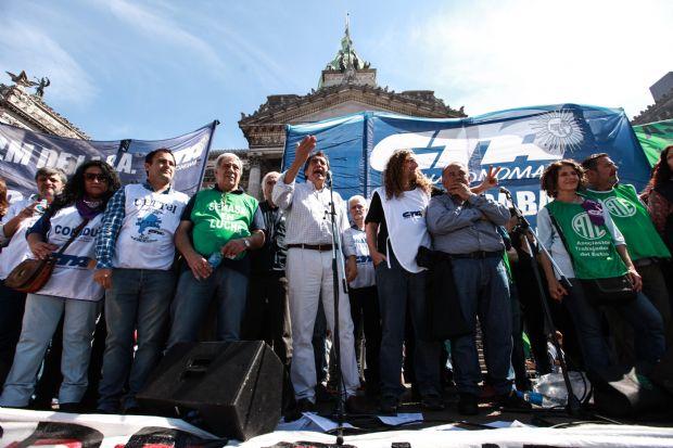 godoy-escenario-congreso-marcha-ate