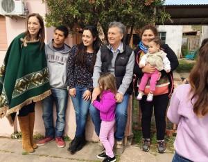 """Tras la polémica por la puesta en escena en """"el bondi"""", Macri encabezó el timbreo PRO"""