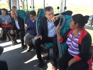 De regreso de Nueva York, Macri se tomó el bondi rumbo al conurbano