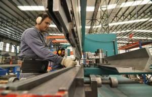 Actividad industrial cayó un 7,9% en julio y la construcción un 23,1%