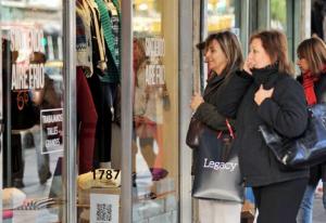 Advierten desaceleración en la caída en las ventas minoristas