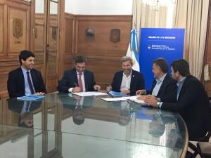 No sólo Schiaretti firmó acuerdo con Nación; Mestre se trajo el compromiso de financiamiento para 635 nuevas cuadras de pavimento