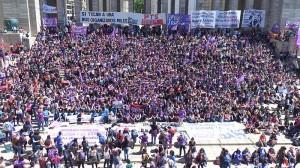 Con discursos contra la violencia y la pobreza, se inauguró el Encuentro Nacional de Mujeres