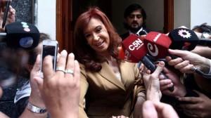 """Al insistir con """"persecución política"""", CFK negó ser """"amiga"""" y """"socia"""" de Lázaro Báez"""
