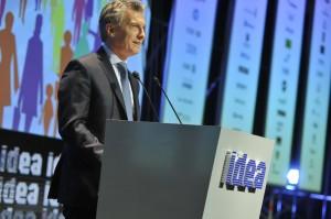 """Macri pidió """"compromiso"""" a los empresarios y resaltó la """"madurez"""" de los sindicalistas"""