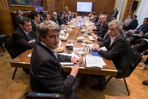 """Prat Gay y ministros de provincias acordaron """"un camino gradual"""" hacia el equilibrio y la transparencia fiscal"""
