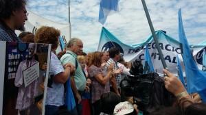 Docentes se le plantan ante el gobierno con una maratón de protesta