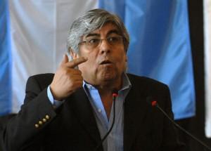 """Moyano espera que el gobierno dé """"alguna señal"""" por Ganancias, mientras que Pitrola lo desestimó"""